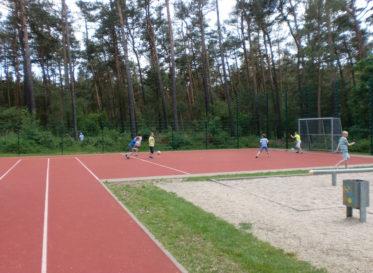 Laufbahn und Fußballplatz